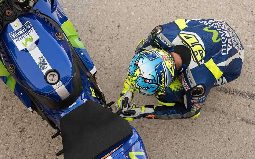 best motogp books valentino rossi 1024x640 - The 10 Best MotoGP books