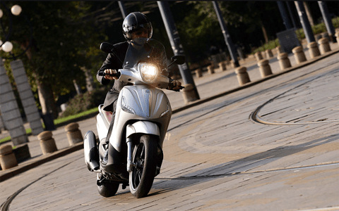 best maxi scooter uk - Moped vs Scooter – What's The Difference?