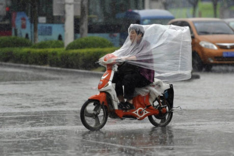 motorcycle riding in rain 459x305 - Homepage